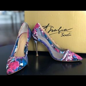 Shoes - BRAND NEW !! Gorgeous high heels size 5